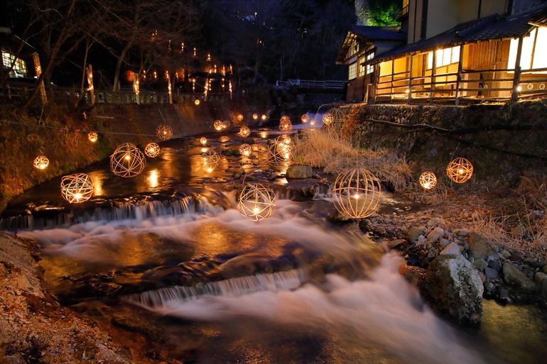ライトアップされた黒川温泉
