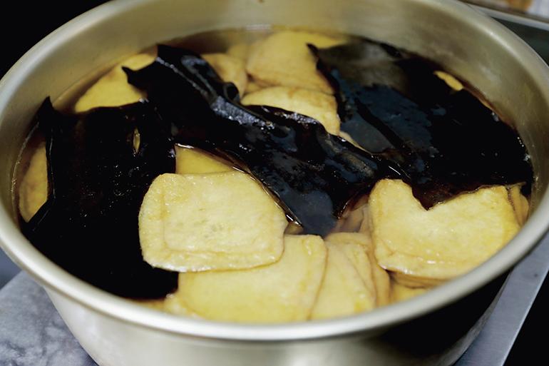 昆布と煮た油揚げ
