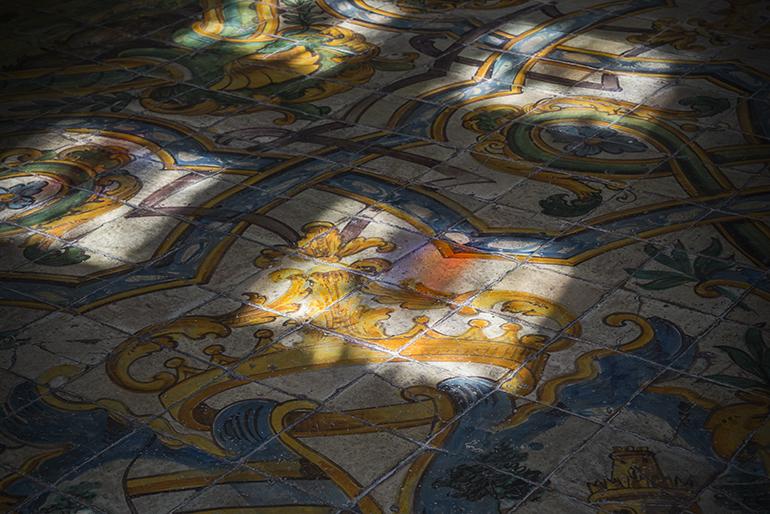 城内の床タイル